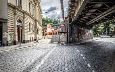 Blíží se demontáž mostu přes ulici Prvního pluku