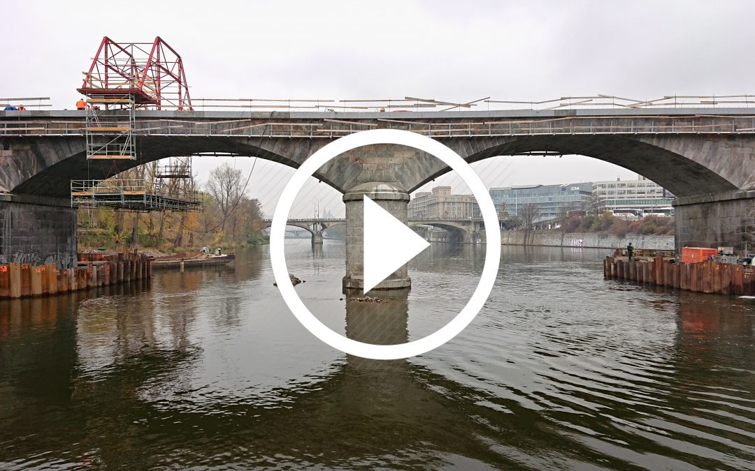 VIDEO: Pět metrů pod Vltavou aneb sanace dalších dvou pilířů