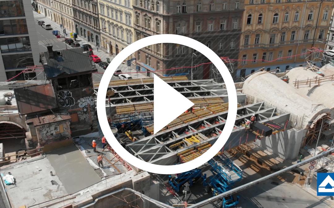 VIDEO: Nový most přes Křižíkovu ulici